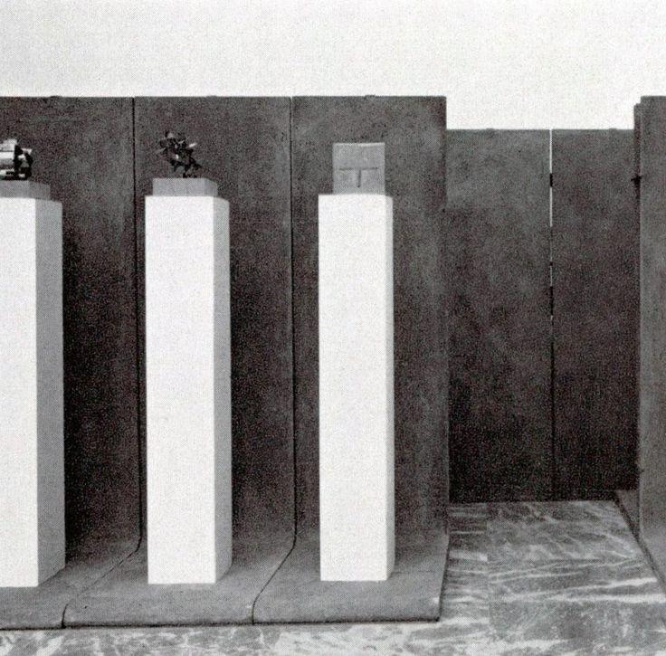 Dettaglio pagine interne Domus 458 / febbraio 1968. Allestimento di un ambiente di esposizione con pannelli componibili di cemento; Enzo Mari per Danese, 196