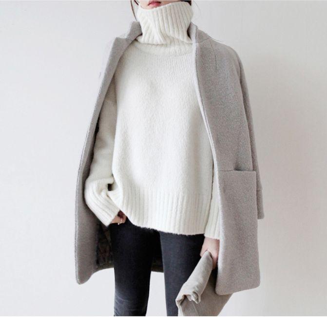 グレーは秋冬に大活躍してくれるカラー。品がある色なので、大人の女性の上品さを演出するにはぴったりです。そんなグレーをつかってスタイルをつくっていきましょう。さっと羽織るだけで、とてもスマートに決まるのがグレーのコートです。いろんなパターンでコーデをご紹介します。ぜひ参考にしてみてください。