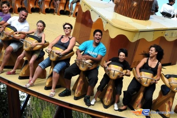 5/8 | Photo du Roller Coaster Le Grizzli situé à Nigloland (France). Plus d'information sur notre site http://www.e-coasters.com !! Tous les meilleurs Parcs d'Attractions sur un seul site web !! Découvrez également notre vidéo embarquée à cette adresse : http://youtu.be/LM94OlVKRHY