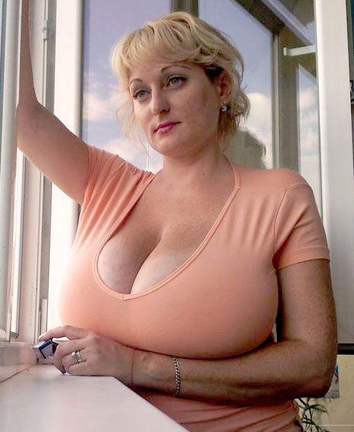 понятно, почему большие сисяндры зрелых женщин сразу заметили, потом