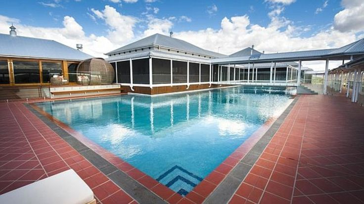 Wirraway also has a heated diving pool, complete with diving board