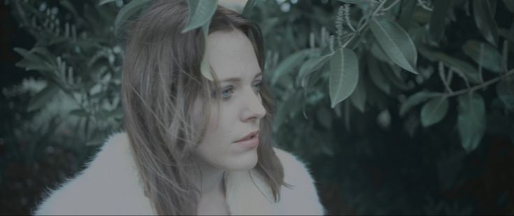 Charlotte Savary: Son nouveau clip Coming Home