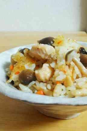 母直伝*鶏としめじの洋風炊き込みご飯の画像