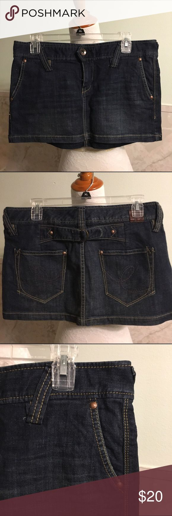 """NWT Express X2 Denim Micro Mini Skirt 8 💃🏻 This is an ultra cute micro mini denim skirt from Express in a size 8. It's from their X2 Denim line. This has two front pockets and two back ones. There's a decorative buckle across the middle of the back. Material is cotton with 1% spandex. Length is 12"""" and waist is 17"""" across. Express Skirts Mini"""