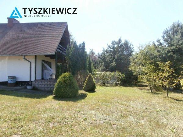 Atrakcyjna działka budowlana o powierzchni 757 m2, w Miłoszewie, blisko jezioro Miłoszewskiego. Ok 200 m pieszo do jeziorka.  Na działce domek murowany, piętrowy, w bardzo dobrym stanie. Na dole pokój, kuchnia, łazienka, wyjście na taras. Na piętrze dwa pokoje, balkon. Cały domek ocieplony styropianem 10 cm, na dachu blachodachówka, zbudowany z pustaka. Wykończony w środku boazerią. Dodatkowo garaż na terenie działki. #kaszuby #domek #działka #wakacje CHCESZ WIEDZIEĆ WIĘCEJ? KLIKNIJ W…