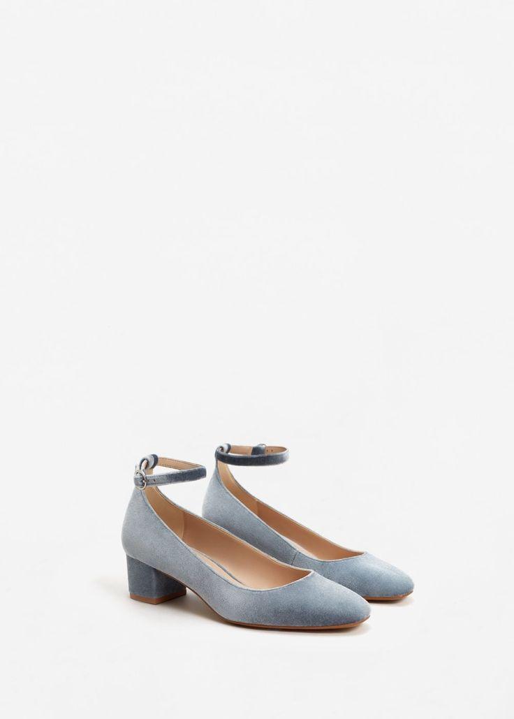 Fluwelen schoenen met enkelbandje   MANGO