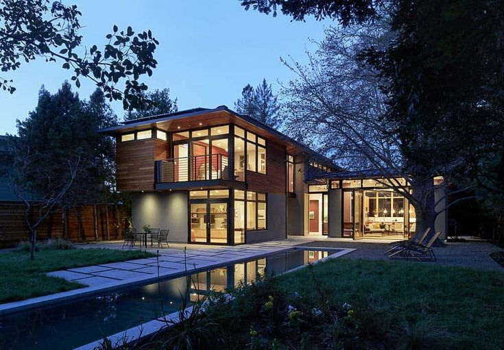 California LEED-Platinum home centered on three living pavilions