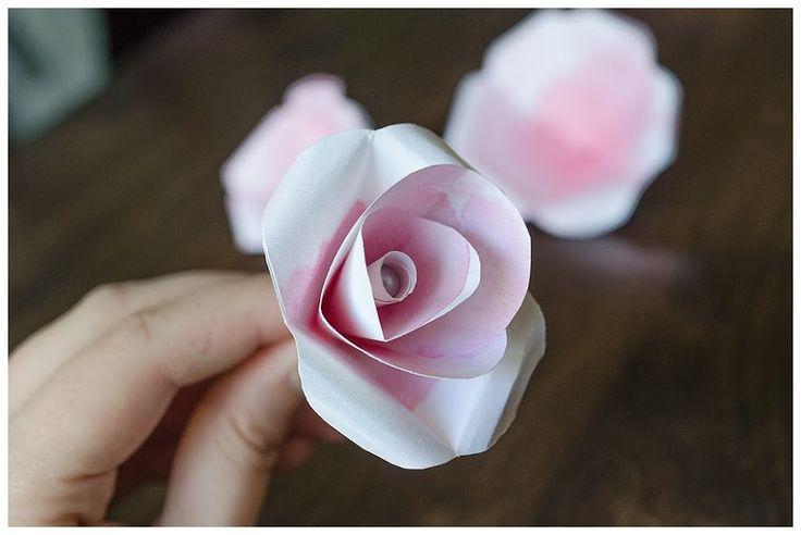 Voila, rangkaian bunga mawar kertas telah selesai. Tutorial pembuatan bunga mawar kertas ini bisa di selesaikan dalam waktu yang cukup singkat