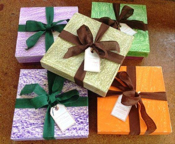 Regalos de boda con paquetería y etiquetas personalizadas. Packaging original y a medida para bodas.