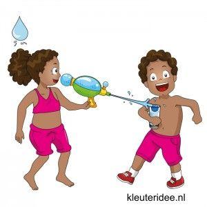 Waterspelletjes voor kleuters, juf Petra van kleuteridee ,spel 7,waterpistool en glas met balletje.