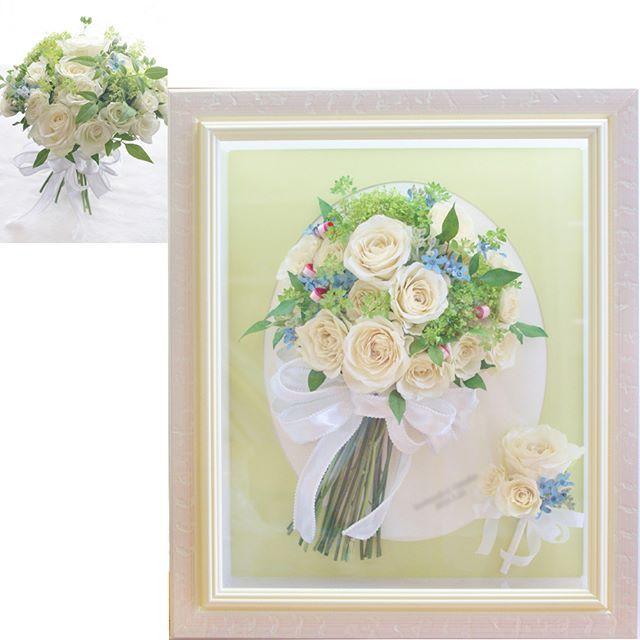 白バラ×グリーンに #サムシングブルー のブルースターを添えたナチュラルな #クラッチブーケ を保存加工させていただきました。 ところどころにちらっと見えるピンクのリボンは花嫁さまからのご要望で加えたもの。。。 #フラワーシャワー をした際に、ブーケのお花の上に小さなピンクの花びらがのっていたのがとてもかわいらしかったので、リボンで雰囲気を再現してほしいとのリクエストでした(*^-^*) 大切な方々からたくさんの祝%