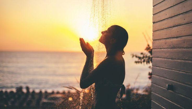 Wie dagelijks koud doucht, wordt minder snel ziek. Hoe kan dat? En er zijn meer simpele manieren om gezond te blijven.