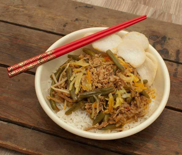 Hete boontjes met gehakt een kokosmelk; een pittig gerechtje met veel smaak. Makkelijk, gezond en smakelijk. Ideaal voor op een doordeweekse dag.