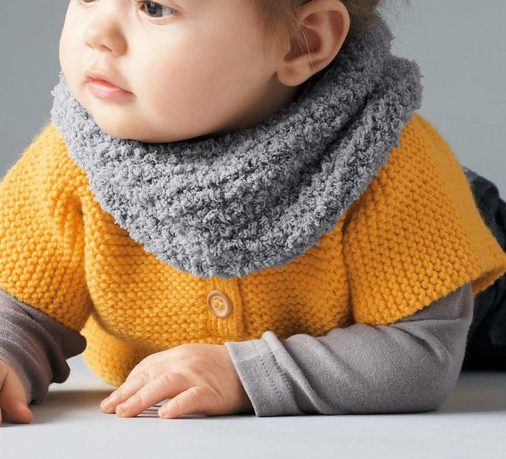Envie de protéger le cou de votre bébé ? Marre de remettre l'écharpe en place toute les 5 minutes ? Tricotez à votre enfant ce modèle SNOOD, réalisé au point mousse. En 'Fil PHIL DOUCE', votre petit sera entouré de douceur.Modèle tricot n°03 du catalogue 93 : Layette automne-hiver