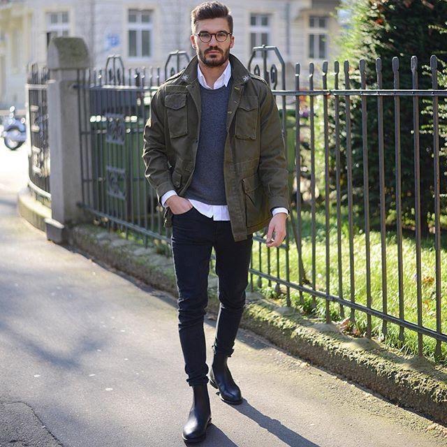 2016-05-10のファッションスナップ。着用アイテム・キーワードはサイドゴアブーツ, シャツ, デニム, ニット・セーター, ブーツ, ミリタリージャケット, メガネ, 白シャツ, 黒パンツ,etc. 理想の着こなし・コーディネートがきっとここに。| No:145660
