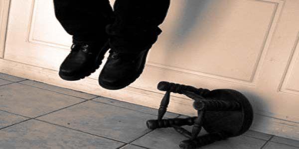 Kecewa ceraikan isteri talak 3 suami ambil keputusan gantung diri   Tekanan perasaan kerana perceraian talak tiga dipercayai menjadi punca seorang lelaki ditemui tergantung di ruang tamu rumahnya di Kampung Banir Belikong di sini petang semalam.  Kecewa ceraikan isteri talak 3  sumber gambar dari inilah.com  Mangsa berusia 25 tahun itu ditemui bapanya jam 4.15 petang ketika mengintai menerusi tingkap rumah lelaki itu.  Ketua Polis Daerah Pasir Puteh Deputi Superintendan Abdul Rozak Mohamad…