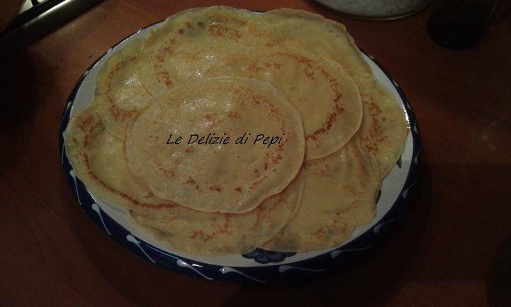 Oggi vi propongo la ricetta delle crepes - ricetta base ...da farcire con il salato o con il dolce (marmellata,crema alla nocciola)Vediamo come farle...
