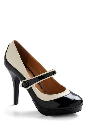 'S Marvelous Heel. Don't know why two toned shoes are catching my eye lately.: Vintage Heels, White Shoes, Fashion Shoes, Black And White, Black White, White Heels, Marvel Heels, Retro Style, Mary Jane