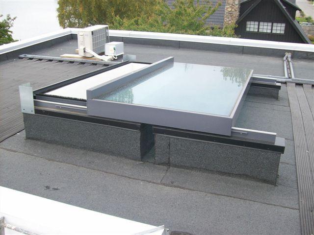 Fenêtre coulissante composée d'un seul panneau qui glisse entièrement sur le toit pour une ouverture à 100%