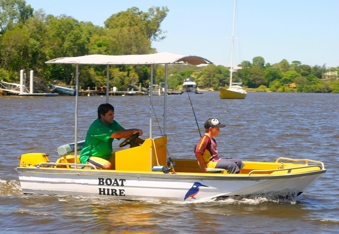Australian Boat Hire, Motor Boat and Powerboat Charter, Houseboat Holidays, Motor Cruisers