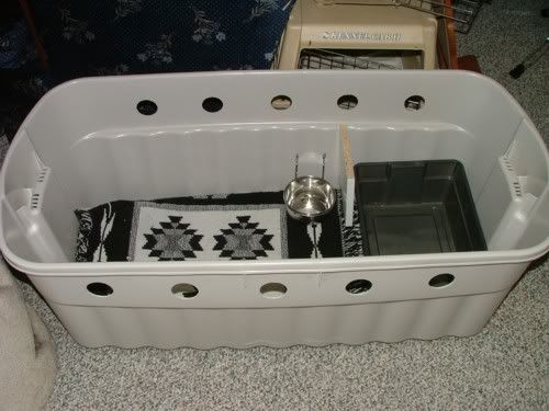 "DIY Cat Car Carrier - Love the separate ""room"" for a travel litter box."