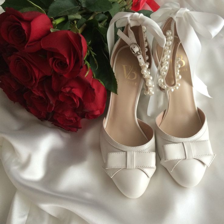Wedding shoes bow roses