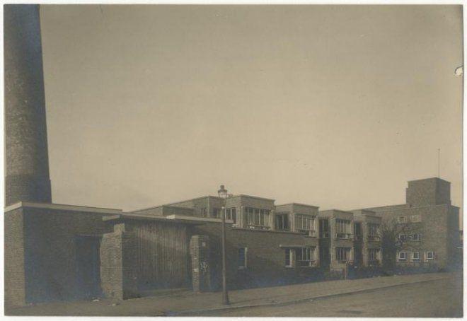 Paets van Troostwijkstraat 83-79, Openbare kleuterschool Zonneschijn en filiaal van de Openbare Leeszaal en Bibliotheek (Laakkwartier)