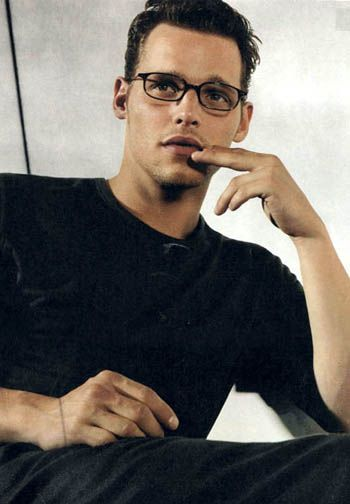 Day 9 of the Grey's Anatomy of the 30 Day Photo Challenge - Favorite Actor  Justin Chambers is my favorite actor on Grey's Anatomy.  He is a great actor.  I don't understand how he is not more popular.