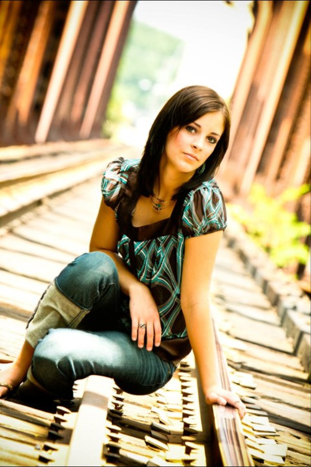 Railroad senior picture ideas for girls. Railroad senior pictures. #railroadseniorpictureideas #railroadseniorpictures #seniorpictureideasforgirls