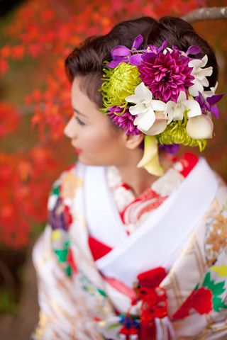 Updos for Beautiful Japanese kimono. The harmony of colours, even though they greatly vary, is very unique and beautiful <3