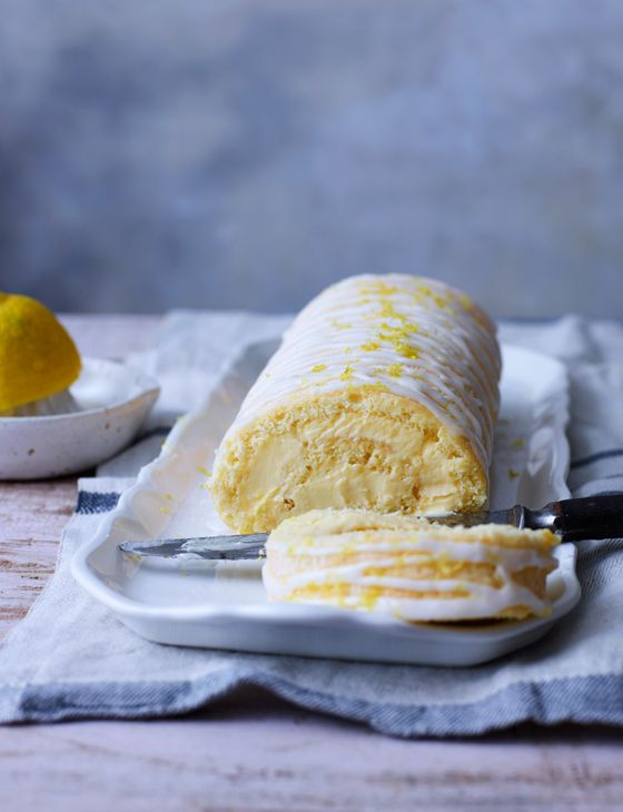 This lemon swiss roll is full to the brim with zesty lemon curd... Mmmm yes please