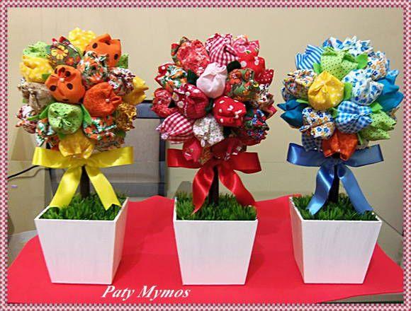 Topiarias feitas com tulipas em tecidos estampados, vaso em MDF branco, grama artificial e fita em cetim. Faço em outras cores. Valor referente a unidade!  Altura: 30 a 32 cm de altura R$ 60,00