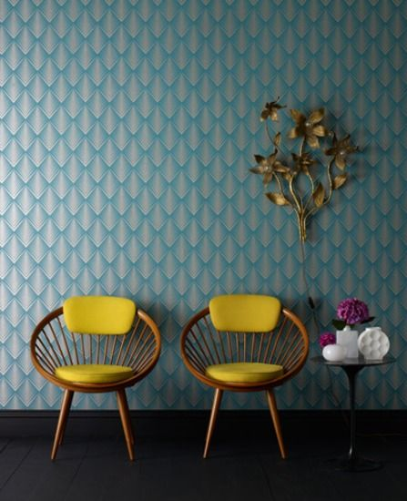 fab wall paper....looks cool with the yellow chair!