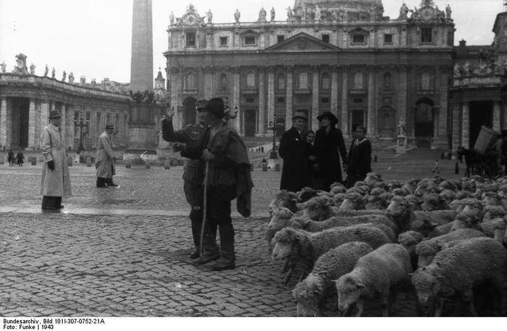 1943 - Occupazionè di Roma - grèggè in piazza San Piètro
