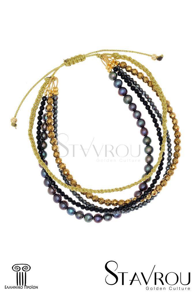 Γυναικείο βραχιόλι macramé,πολύσειρο, με μαργαριτάρια fresh water biwaκαι ημιπολύτιμες πέτρες δεμένο με golden κορδόνι και ασημένια επιχρυσωμένα στοιχεία. Λόγω τής ελληνικής του κατασκευής μπορούμε να προσαρμόσουμε το μέγεθός του στο δικό σας χέρι. #βραχιόλια #μακραμέ #μαργαριτάρια