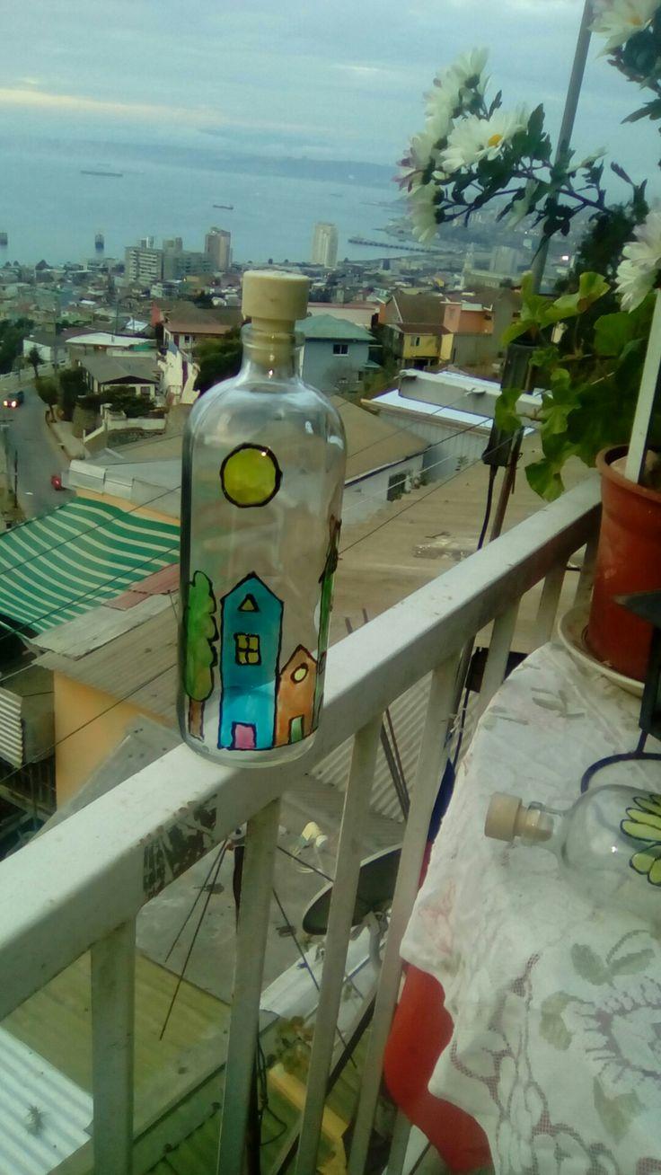 Botella pintada a mano estilo vitral