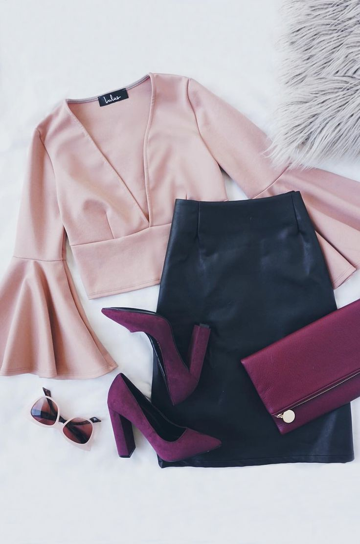 If you play your cards right, the Well Played Blush Long Sleeve Crop Top can be yours! Medium-weight, stretch knit forms this cute crop top with a V-neckline and darted bodice framed by bell sleeves. #lovelulus