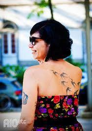 Tatuagens de andorinhas e passarinhos, como não amar? Gente, as tatoos de pássaros estão super na moda, elas são umas verdadeiras fofuras! O significado das tatuagens de andorinhas tem ainda o motivo mais especial para marcá-las na pele, significam Amor. As andorinhas são aves que durante toda a vida possuem um único parceiro (não é …