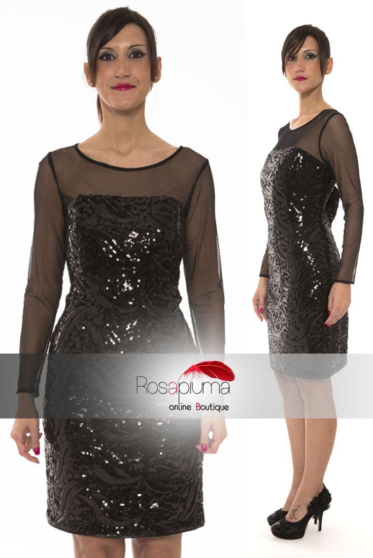 La combinazione tra #pizzo e #paillettes rende questo abito un mix esplosivo di seduzione ed eleganza. Ma non finisce qui: una scollatura mozzafiato, sul retro, vi lascerà senza parole! In #saldo su #Rosapiumaboutique >> http://bit.ly/1UqzI6V  #soniapena