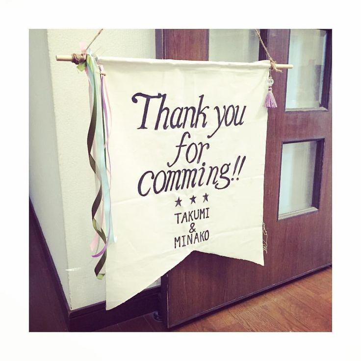 ★ Thank you for coming !! ・ ウェルカムボードで使った布が余ってたので タペストリー?フラッグ? なんかよくわからないけど作ってみました☺️ ・ なんか急に寒くなってきて、 鼻水垂らしてます。。 みなさん風邪には気をつけてくださいね♡ ・ #プレ花嫁 #結婚式 #結婚式準備 #ウェルカムボード #ウェルカムスペース #フラッグ #タペストリー #ハンドメイド #handmade #DIY #リボン #ウェディング #wedding #手描き ⚠️⚠️⚠️スペル間違えてます笑作り直してます!