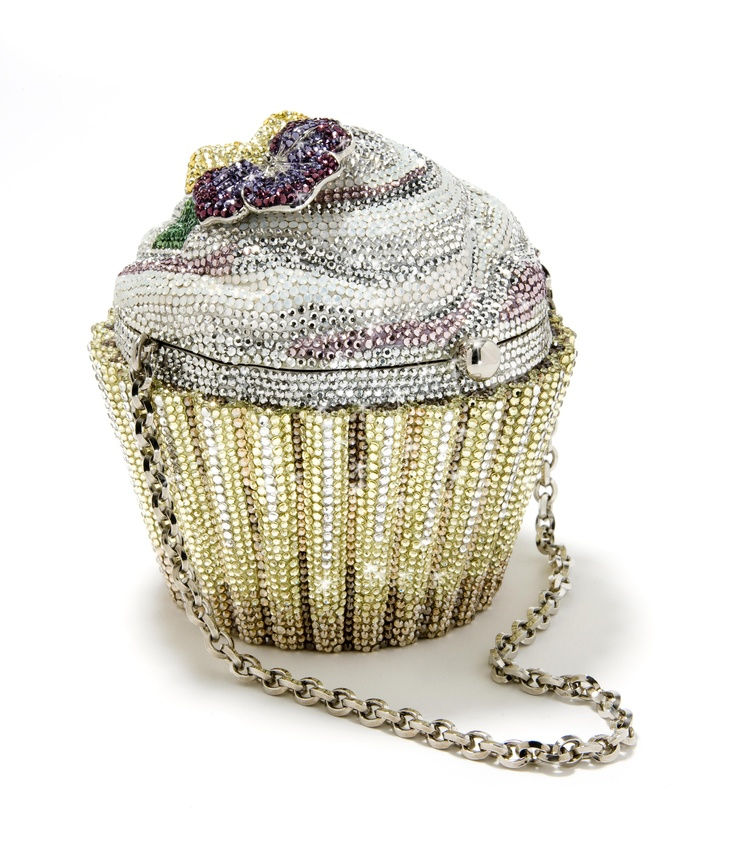A bling bling purse from Holland! Visit the Museum of Bags and Purses in Amsterdam for more inspiring models.