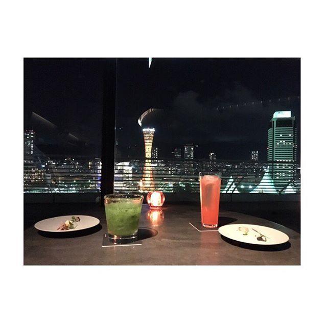 Instagram【cuuriex】さんの写真をピンしています。 《快気祝い🎊😆笑  #bar #kobe #porttower #ポートタワー 🗼#ホテルオークラ #niceview #大好きな景色 #大好きな場所 #beautiful #夜景 #スプモーニ #モヒート #cocktails 🍹🍸#happytime 🍀》