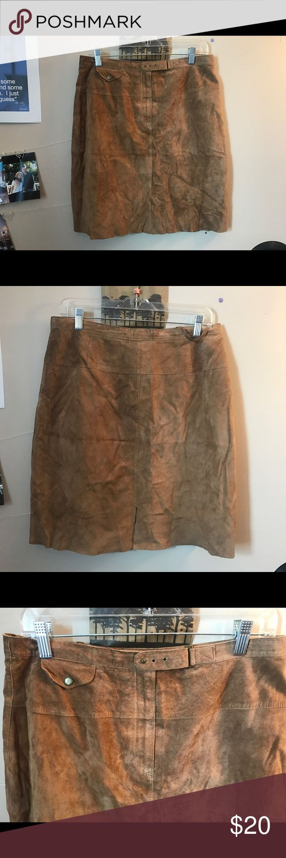 RALPH LAUREN 100% BROWN LEATHER  SKIRT Super cute brown 100% leather Ralph Lauren skirt. Little slit in the back and buckle in front to adjust the waist Lauren Ralph Lauren Skirts Midi