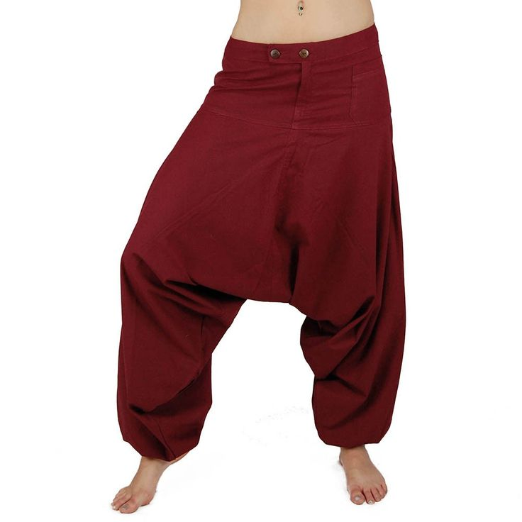 Sarouel ethnique mixte dont la partie ceinture est assez large et plate, comportant une poche à l'avant et une poche à rabat à l'arrière. Ce sarouel est long il a des élastiques en bas. 100% Coton.baba cool, vêtement large, ample, hippie, teuf, rave, festival, trance, burning man, festival de musique, jongleur, costume, vêtement unisexe, pantalon flottant, pantalon très large, magrheb, pantalon bouffant, entrejambe bas, pantalon en toile, afrique du nord, couleur, costume souple, red