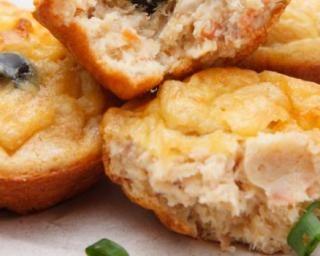 Mini muffins simplets de thon sans graissage : http://www.fourchette-et-bikini.fr/recettes/recettes-minceur/mini-muffins-simplets-de-thon-sans-graissage.html