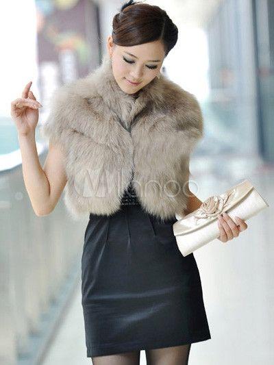 Pelz mit einem kleinen schwarzen Kleid – süß!   – Style & Fashion