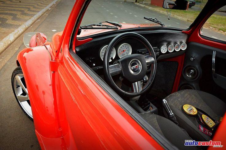 Veículo: Volkswagen Fusca 1971. Proprietário: Elton, da cidade de Aguaí, interior de São Paulo. Customizações: Pintura vermelha, motor 2.1 refrigerado a ar