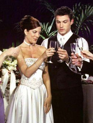 Donna & David on 90210  The wedding between Donna and; David was the two-hour series finale which reunited old friends and is where David recites tearful vows to Donna!