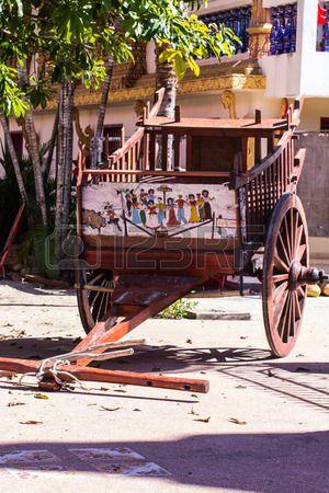 Vecchio Carro Nel Tempio Tailandese Foto Royalty Free, Immagini, Immagini E Archivi Fotografici. Image 49793148.
