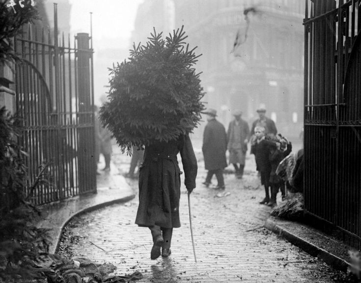 20 Great Vintage Christmas Photos From The Early 1900s | http://www.ifitshipitshere.com/20-great-vintage-christmas-photos-early-1900s/